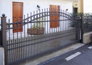 Cancello scorrevole in ferro zincato e verniciato