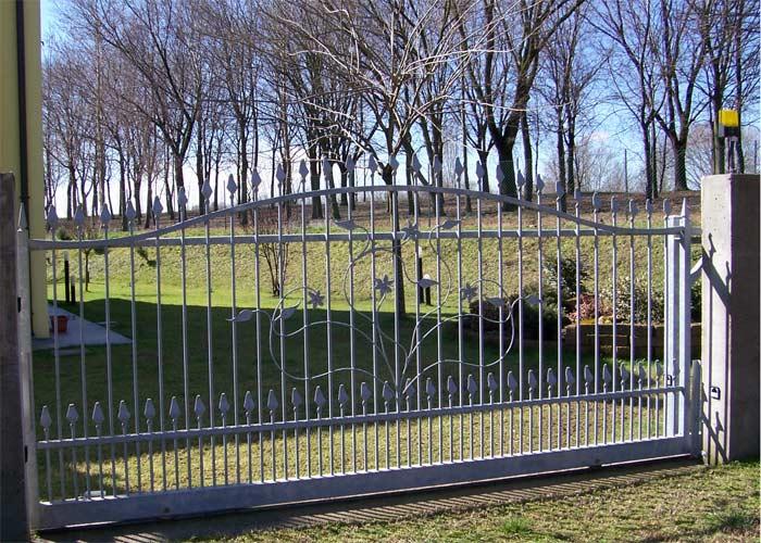 Cancelli ringhiere e inferriate brunello loris 40 for Foto cancelli scorrevoli in ferro
