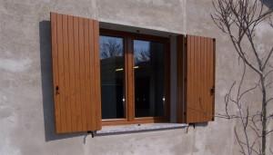 finestra-a-due-ante-in-pvc-ciliegio-e-balcone-a-due-ante-in-pvc-ciliegio-mod-padovana-2