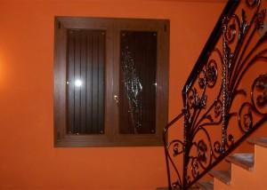 finestra-a-due-ante-in-pvc-ciliegio-e-balcone-a-due-ante-in-pvc-ciliegio-mod-padovana