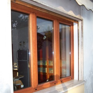 Finestra a tre ante in legno alluminio