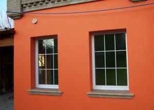 finestra-anta-in-pvc-bianco-con-inglesina-bianca