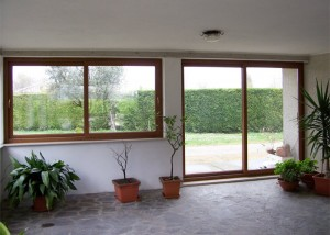 finestra-e-porta-scorrevole-in-pvc-ciliegio
