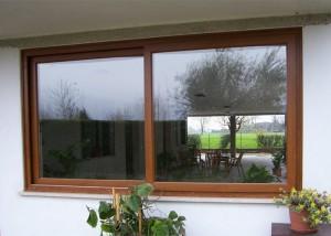 finestra-scorrevole-a-due-ante-in-pvc-ciliegio-2