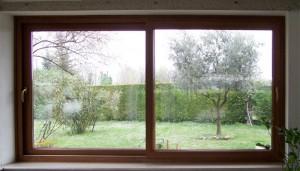finestra-scorrevole-a-due-ante-in-pvc-ciliegio