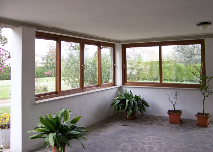 Casa moderna roma italy costo finestre in alluminio for Costo finestre pvc mq