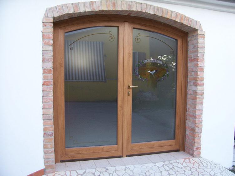 Galleria fotografica serramenti in pvc brunello loris dal 68 costruzione e installazione di - Porte in legno con vetro decorato ...
