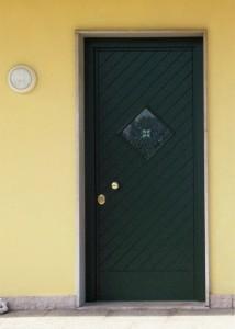 Porta blindata anta verde con vetro blindato