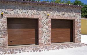 Porte sezionali verniciate tinta legno motorizzate